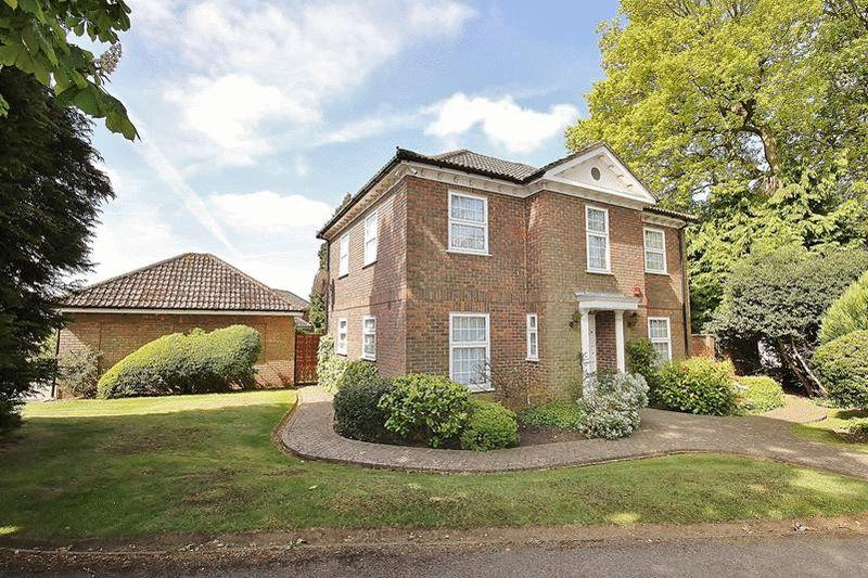 5 Bedrooms Detached House for sale in Coneybury Close, Warlingham
