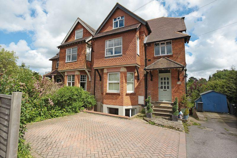 3 Bedrooms Maisonette Flat for sale in Mayfield Road, Rotherfield, East Sussex