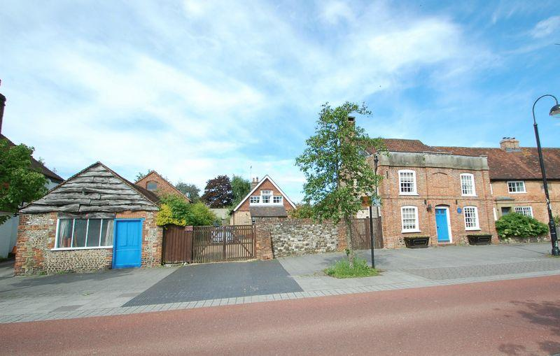 3 Bedrooms Detached House for sale in College Street, PETERSFIELD, Hampshire, GU31