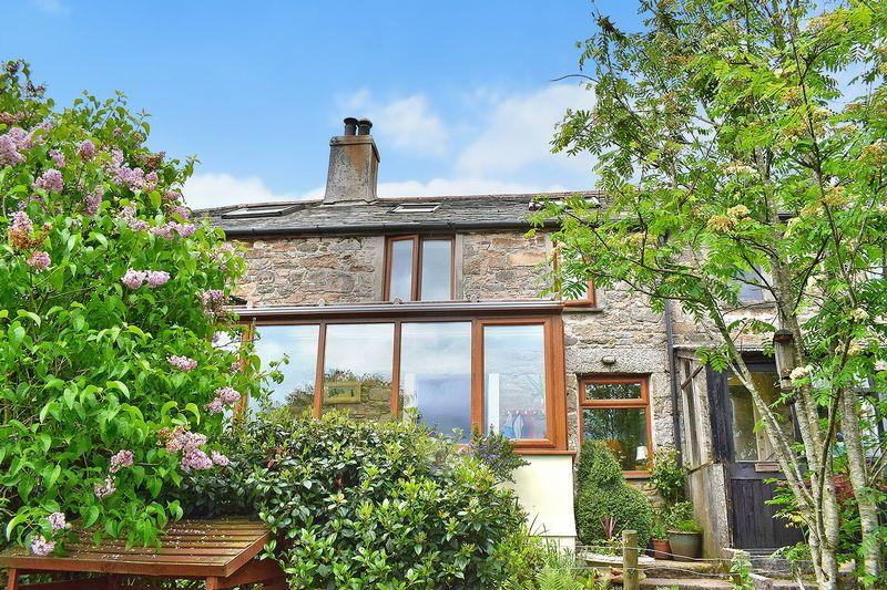 2 Bedrooms Terraced House for sale in Henwood, Minions