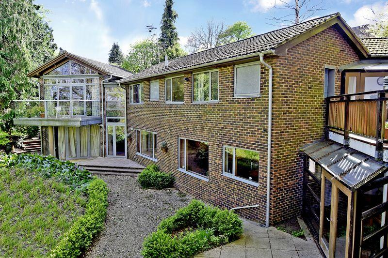 5 Bedrooms Detached House for sale in Summerhouse Road, Godalming
