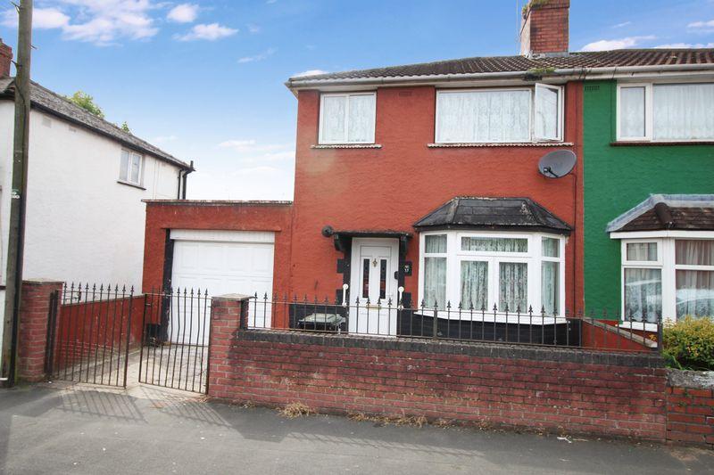 3 Bedrooms Semi Detached House for sale in Ailesbury Street, Shaftsbury, Newport