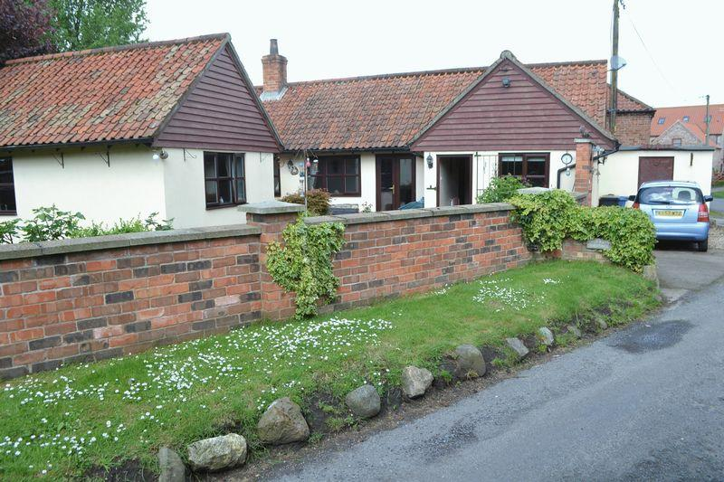 2 Bedrooms Detached Bungalow for sale in Aisby, DN21 5RF