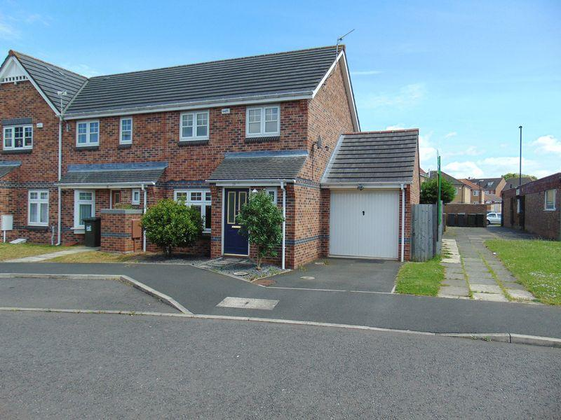 3 Bedrooms End Of Terrace House for sale in Bevan Drive, Longbenton, Newcastle Upon Tyne