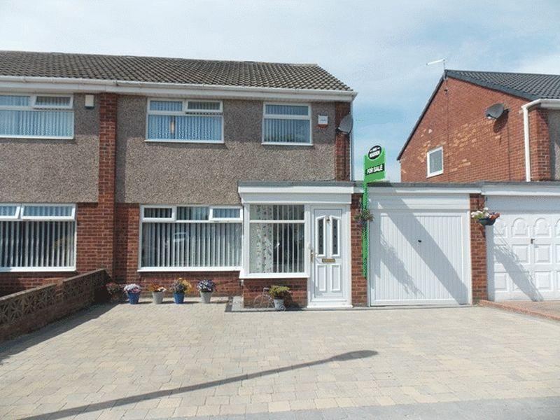 3 Bedrooms Semi Detached House for sale in Dunlin Drive, South Beach, Blyth