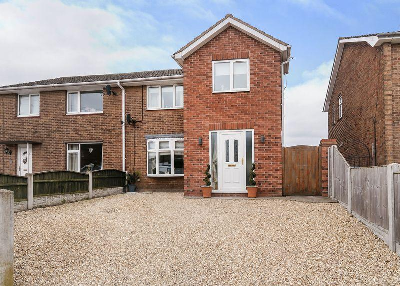 4 Bedrooms Semi Detached House for sale in The Oval, Ordsall, Retford