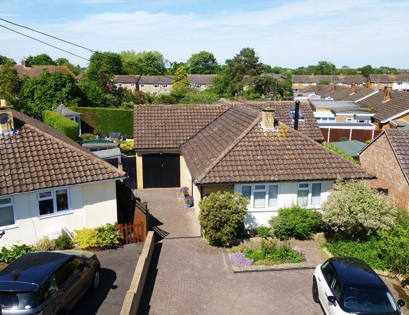 3 Bedrooms Bungalow for sale in Ludsden Grove, Thame
