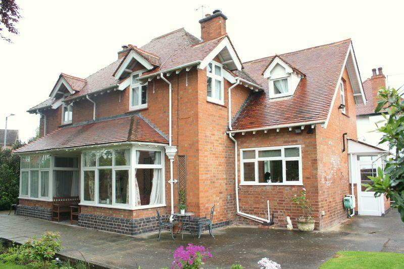 4 Bedrooms Detached House for sale in Station Road, Pershore