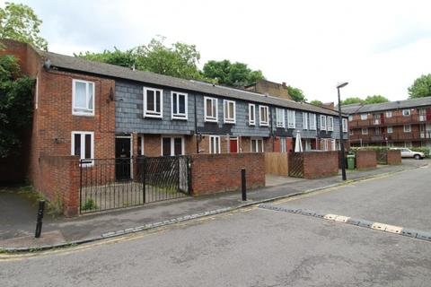 3 bedroom terraced house to rent - 5 Langdale Close,  Walworth, SE17