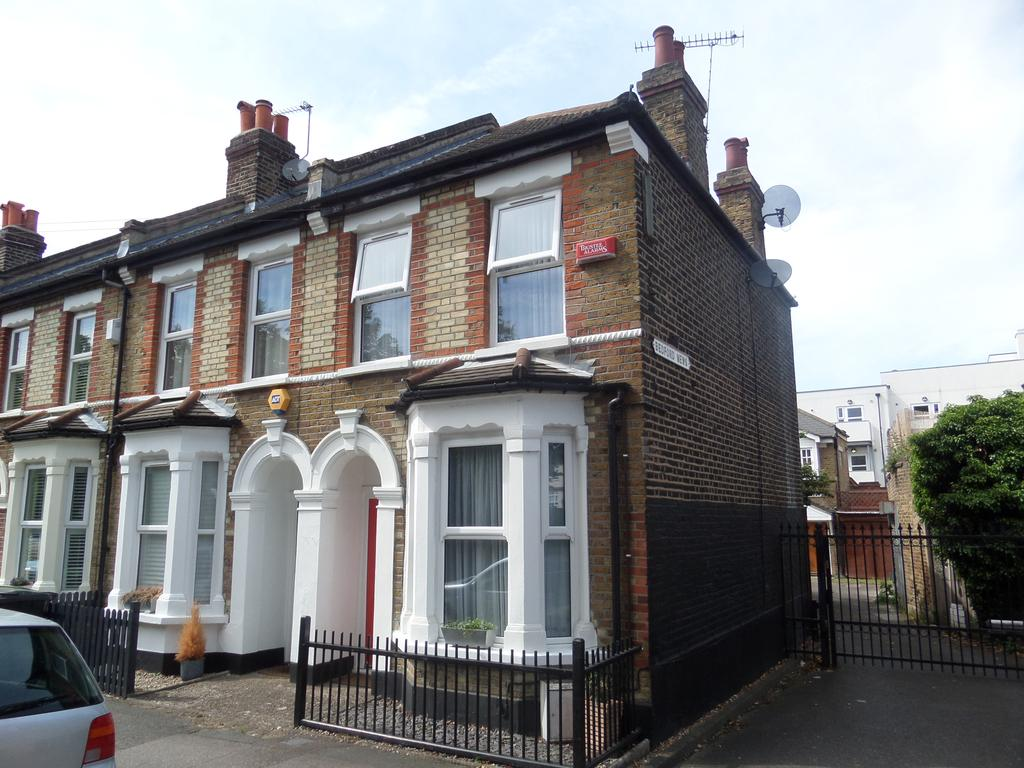 2 Bedrooms End Of Terrace House for sale in Aitken Road, London