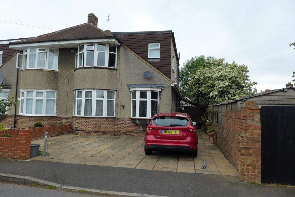 4 Bedrooms Semi Detached House for sale in Oaks Avenue, Feltham