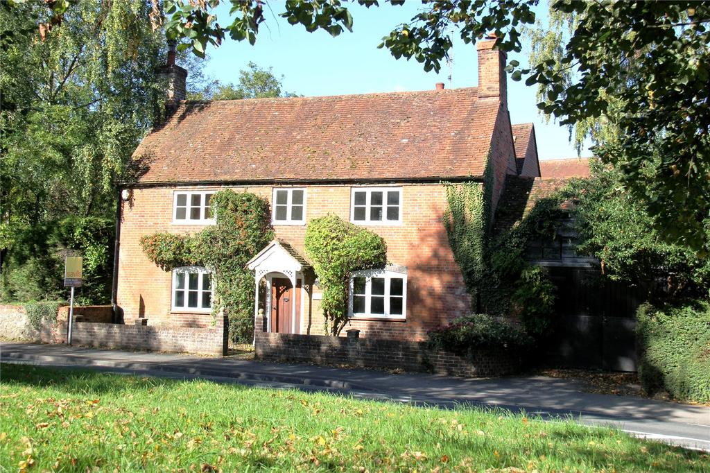 4 Bedrooms Detached House for sale in Alton Road, South Warnborough, Hook, Hampshire, RG29