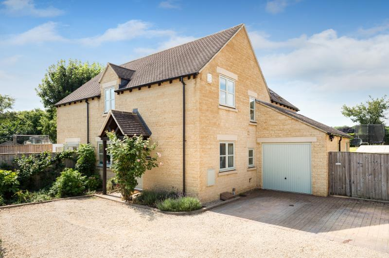 4 Bedrooms Detached House for sale in Evenlode House, Millwood Vale, Long Hanborough, Witney, Oxfordshire