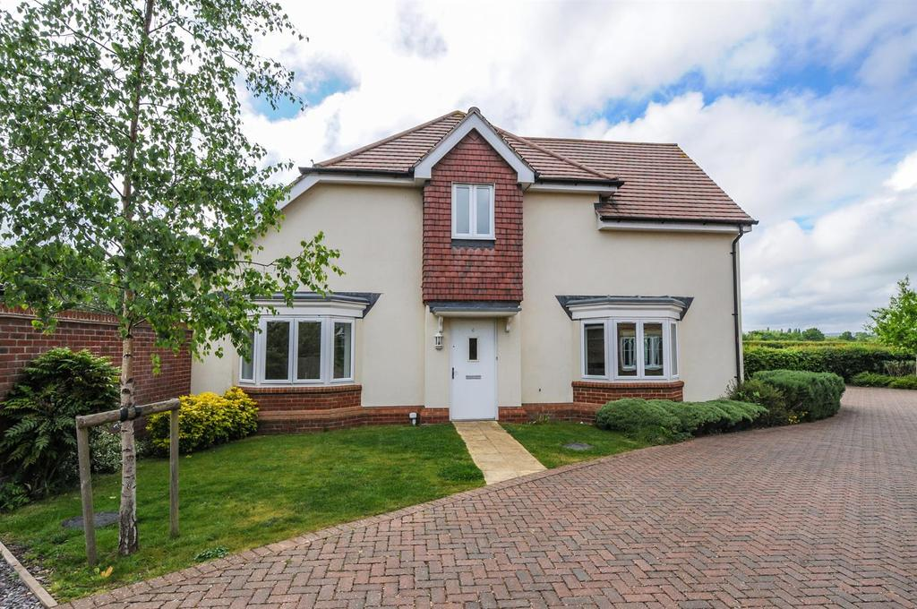 3 Bedrooms Semi Detached House for sale in Chantry Mead, Barnham