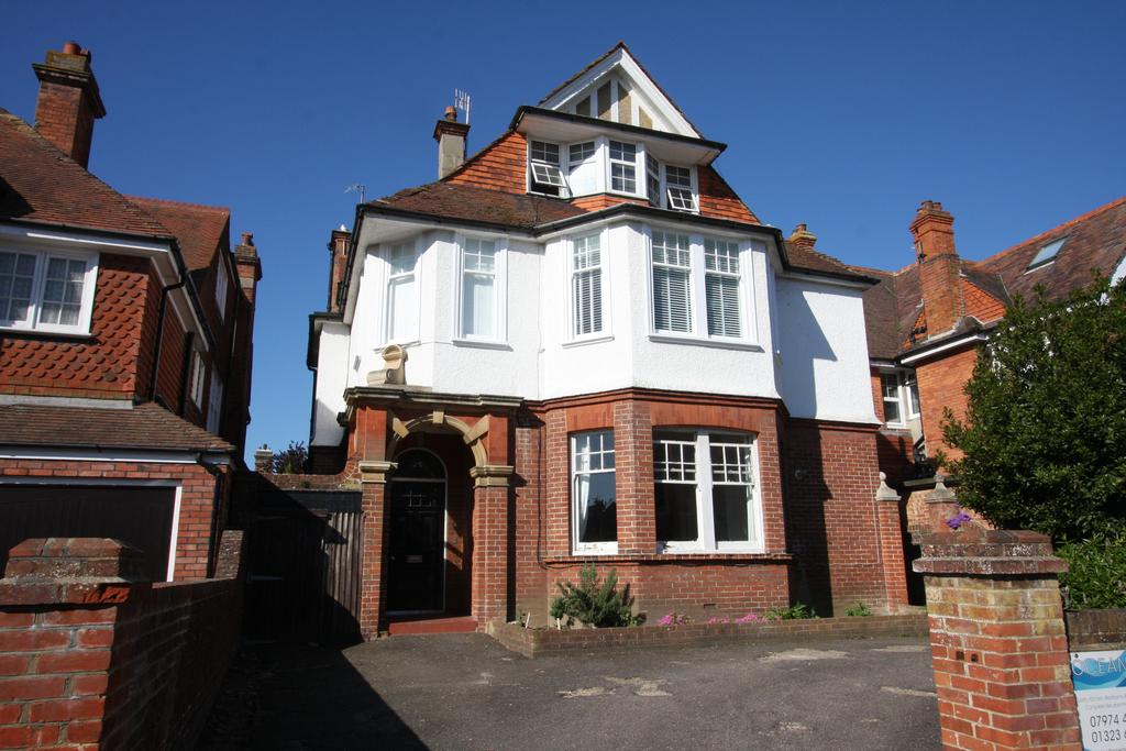 3 Bedrooms Apartment Flat for sale in Arlington Road, Eastbourne BN21