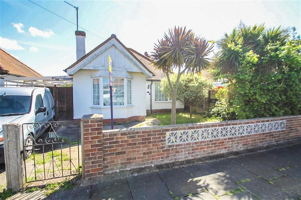 2 Bedrooms Detached Bungalow for sale in Kenilworth Road, Holland-on-Sea