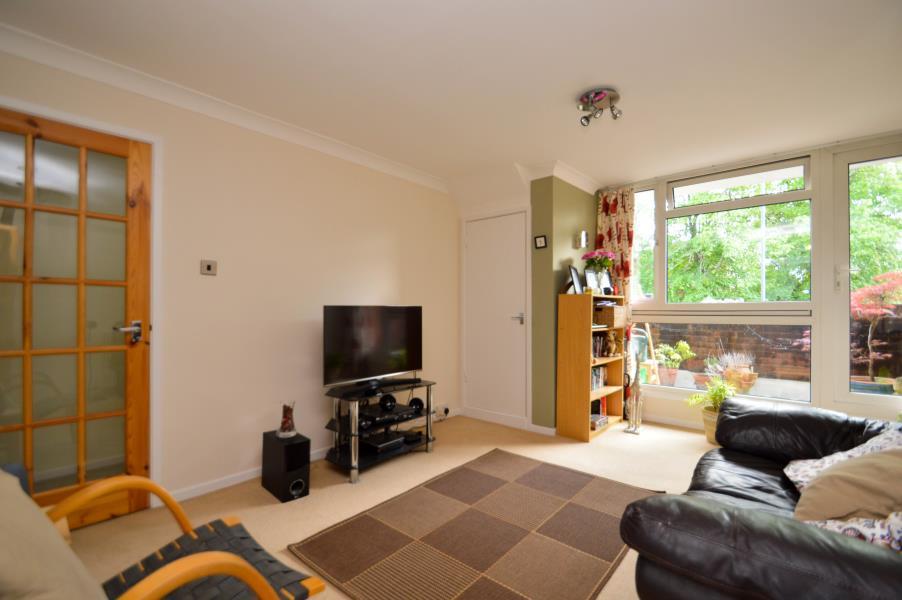 2 Bedrooms Maisonette Flat for sale in Maynard Court, Windsor