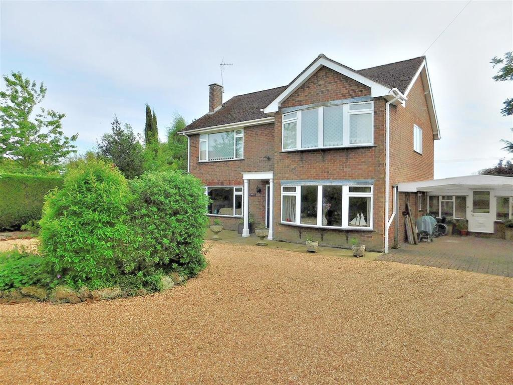 4 Bedrooms Detached House for sale in Common Lane, North Runcton, King's Lynn