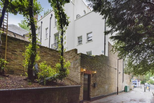 3 Bedrooms End Of Terrace House for sale in Park House Passage, Highgate Village, London, N6
