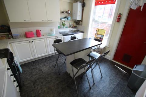 4 bedroom terraced house to rent - Burley Lodge Road, Hyde Park, Leeds, LS6 1QP