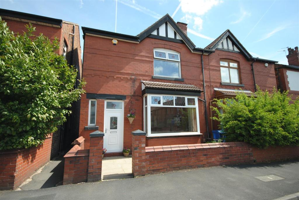 3 Bedrooms Semi Detached House for sale in Kingsway, Wigan