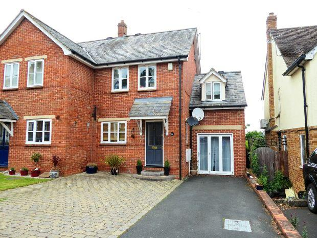 3 Bedrooms Semi Detached House for sale in Fairview Road, Banbury