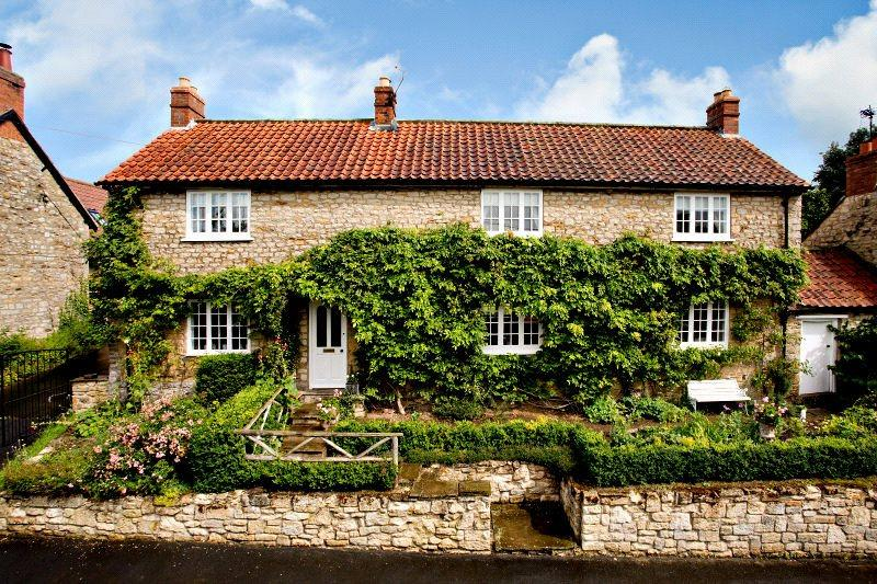 3 Bedrooms Detached House for sale in Mulberry Cottage, Main Street, Wombleton, York, YO62