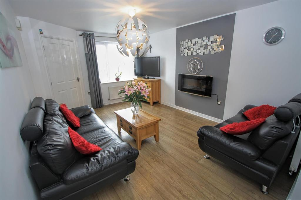 3 Bedrooms Detached House for sale in Chestnut Drive, Darlington