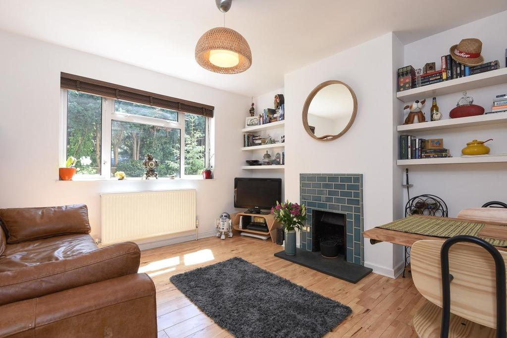 2 Bedrooms Flat for sale in Park Close, Kingston upon Thames