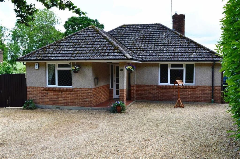 3 Bedrooms Detached Bungalow for sale in Holt, Wimborne, Dorset