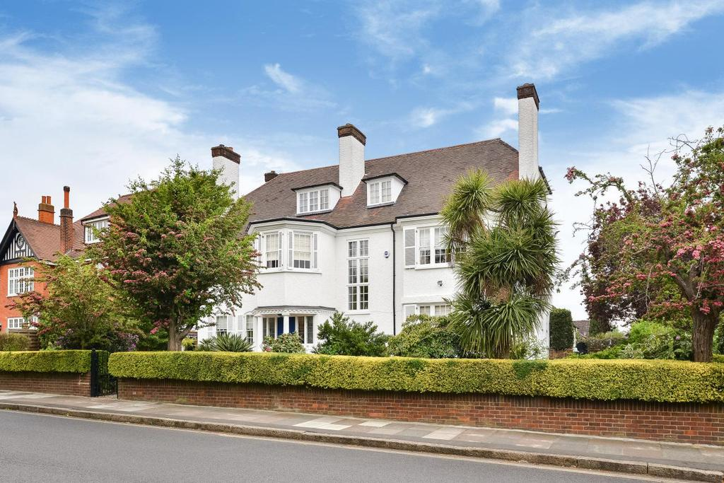 6 Bedrooms Detached House for sale in Garden Road, Bromley, BR1