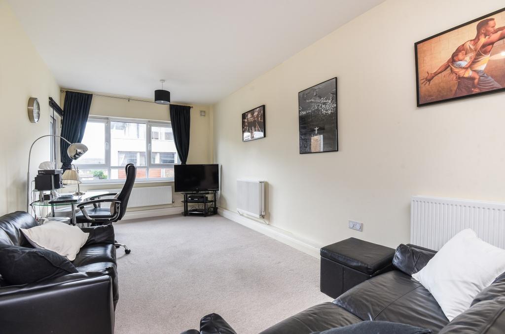 2 Bedrooms Flat for sale in Mantle Road Brockley SE4