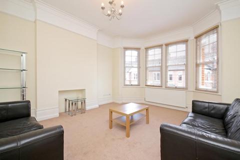 4 bedroom flat to rent - Woodgrange Avenue, Ealing Common, London, W5
