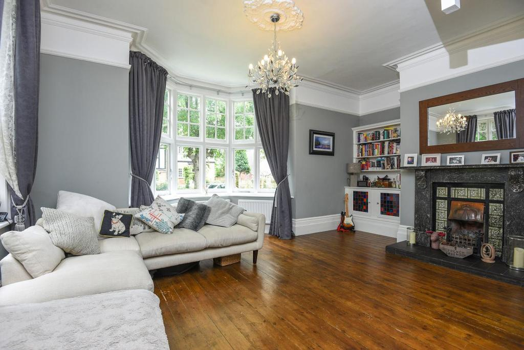 3 Bedrooms Flat for sale in Park Hill, Bickley, BR1