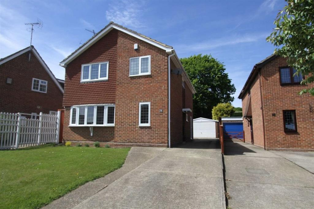 4 Bedrooms Detached House for sale in Stonechat Road, Billericay, Essex, CM11 2NX