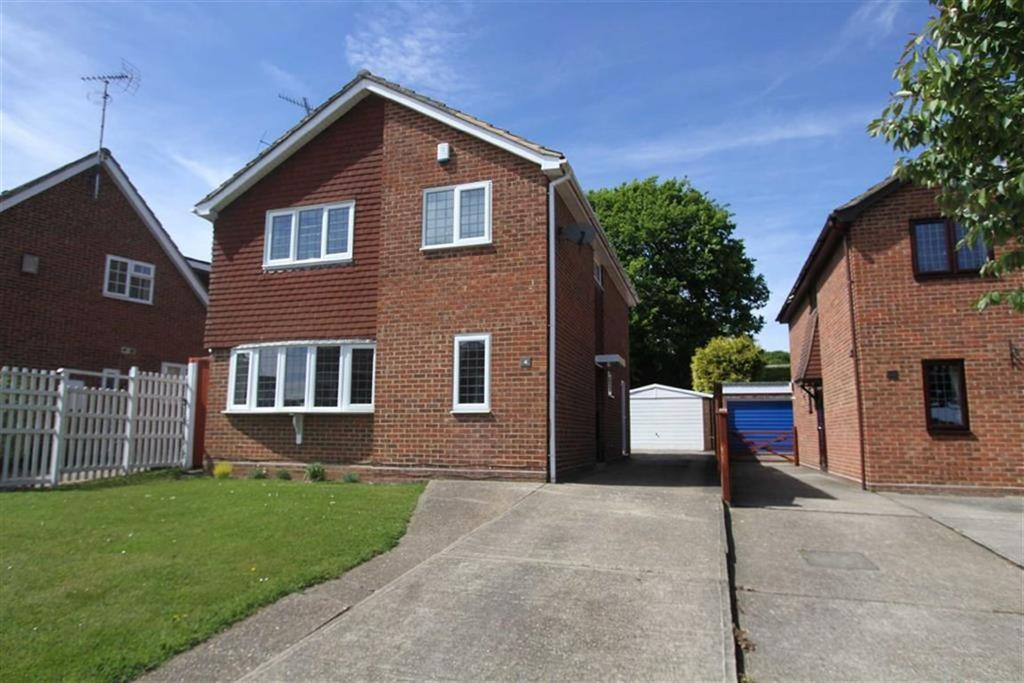 4 Bedrooms Detached House for sale in Stonechat Road, Billericay