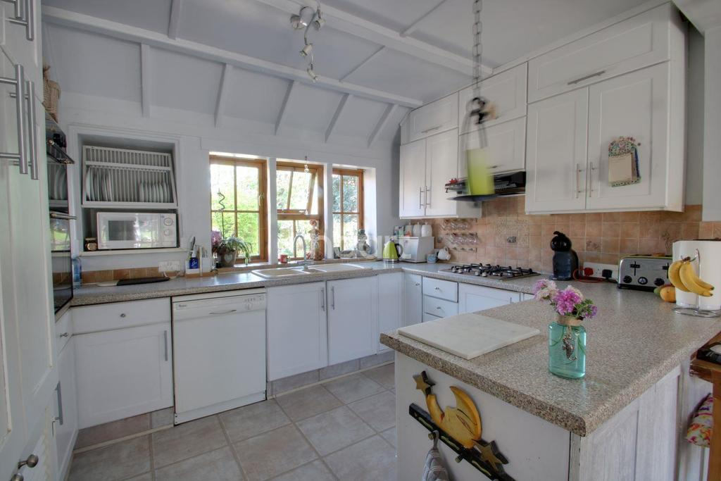 4 Bedrooms Detached House for sale in Middlegreen Road