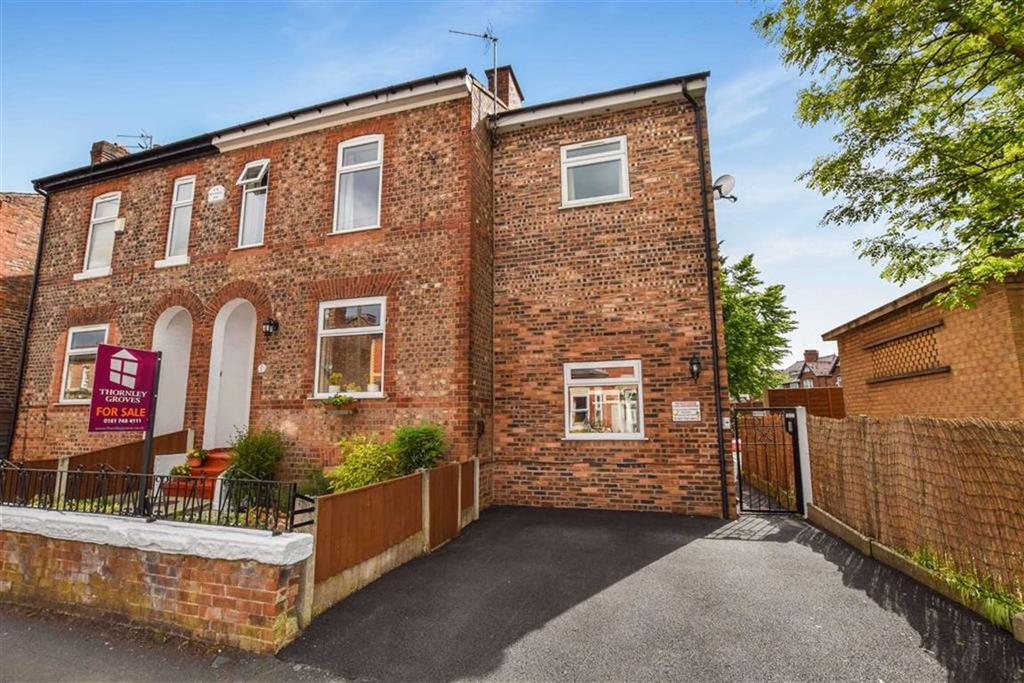 4 Bedrooms Semi Detached House for sale in Dartford Road, Urmston