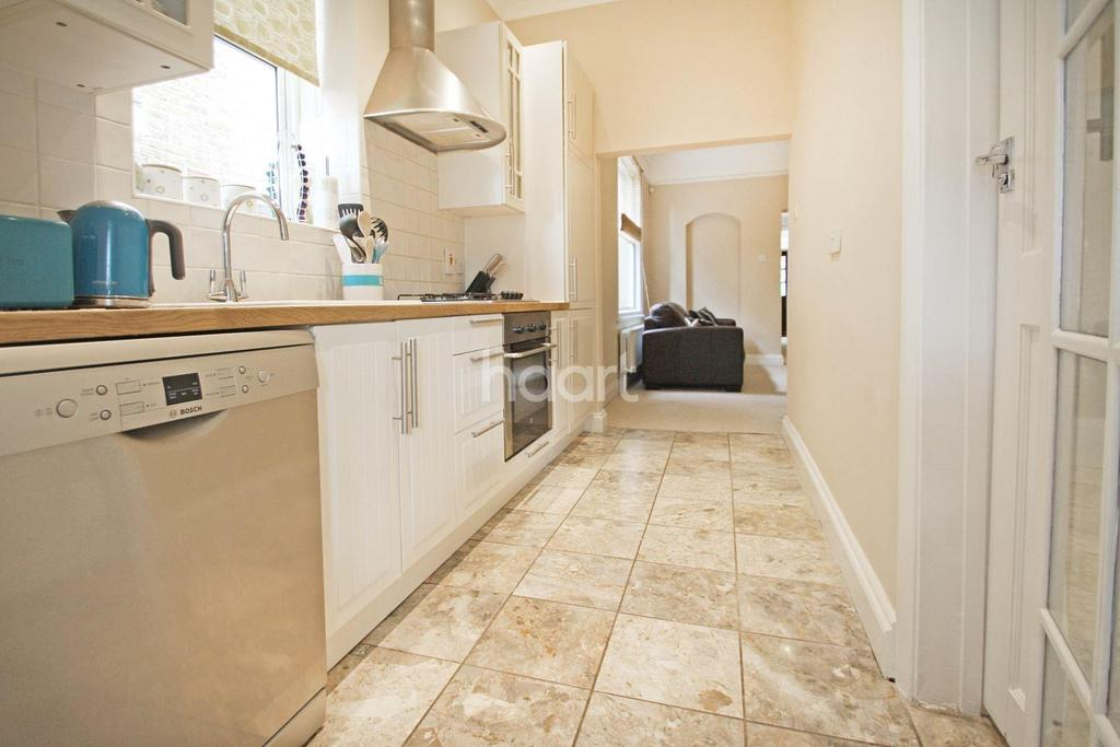 2 Bedrooms Maisonette Flat for sale in Crescent Road, South Woodford, E18