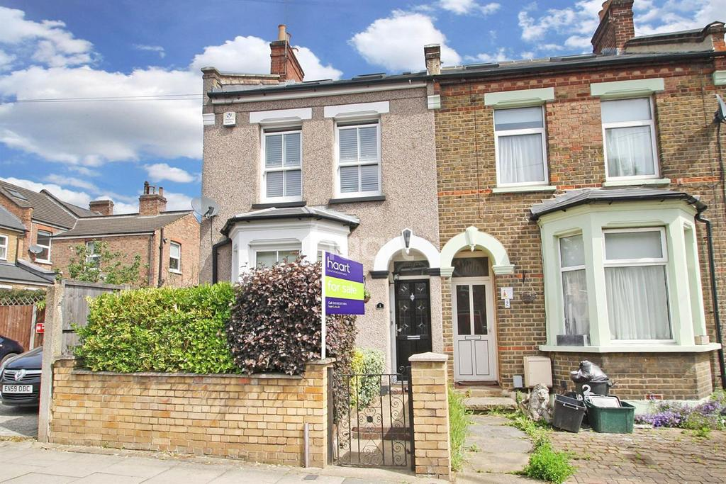 4 Bedrooms Semi Detached House for sale in Beechcroft Road , E18