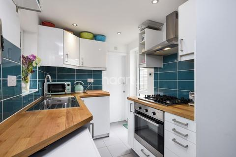 2 bedroom flat for sale - Bishops Park Road, Norbury, SW16