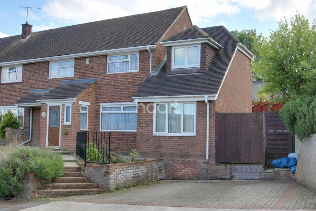 3 Bedrooms Semi Detached House for sale in Scott Road, Gravesend DA12