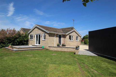 3 bedroom bungalow for sale - 18, Ellesmere Court, Brackley