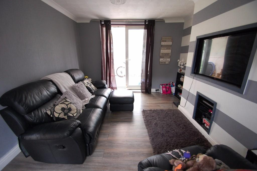 2 Bedrooms Semi Detached House for sale in Monmouth Road