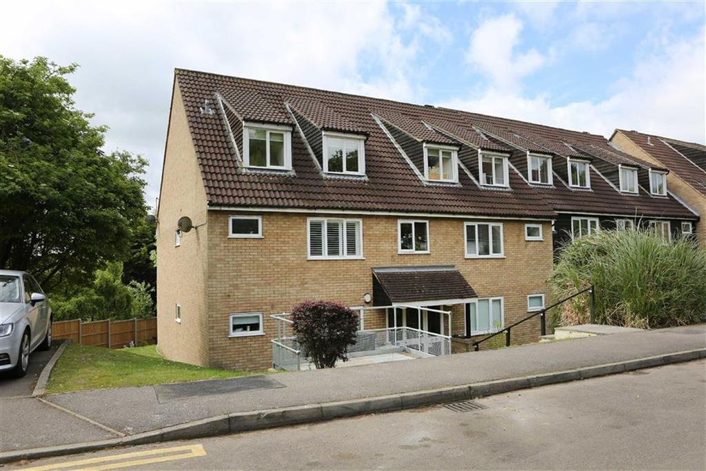 1 Bedroom Flat for sale in Copper Beech Court, Loughton, Essex