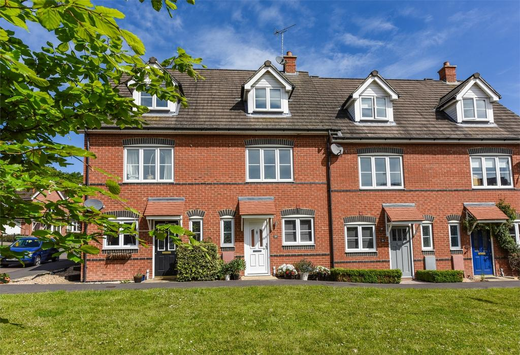 3 Bedrooms Town House for sale in Florence Way, Alton