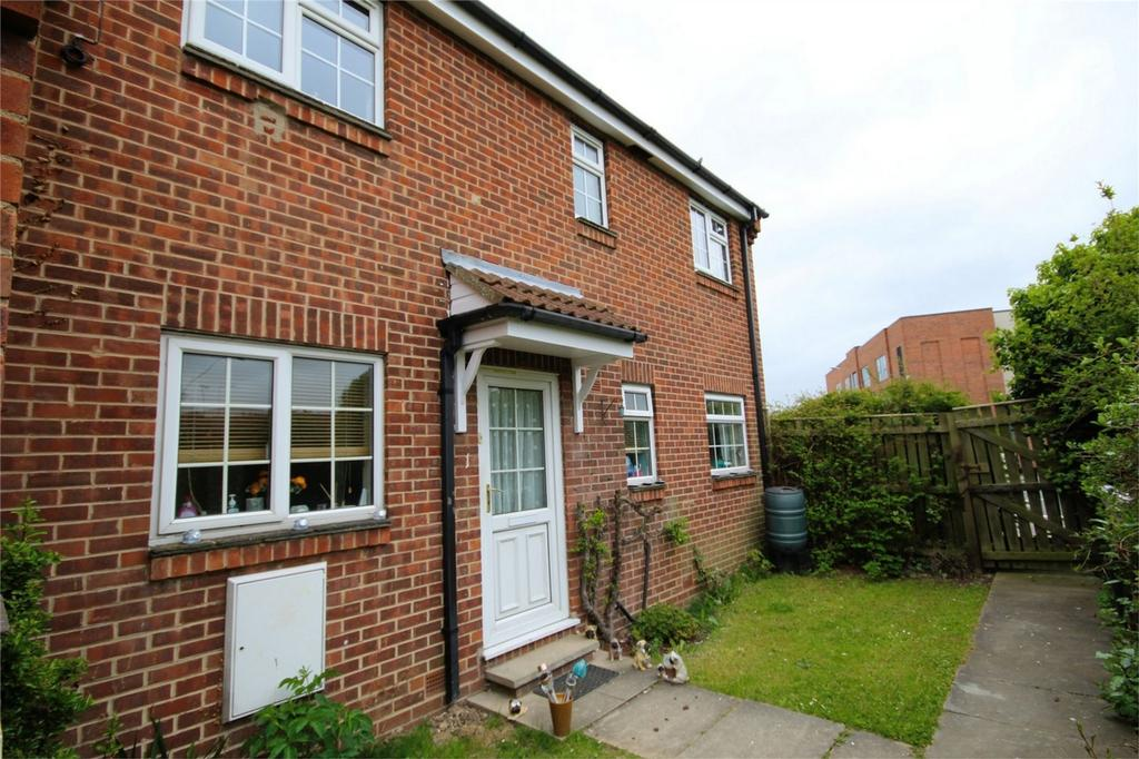 2 Bedrooms Flat for sale in Trinity Court, Grovehill Road, Beverley, East Riding of Yorkshire