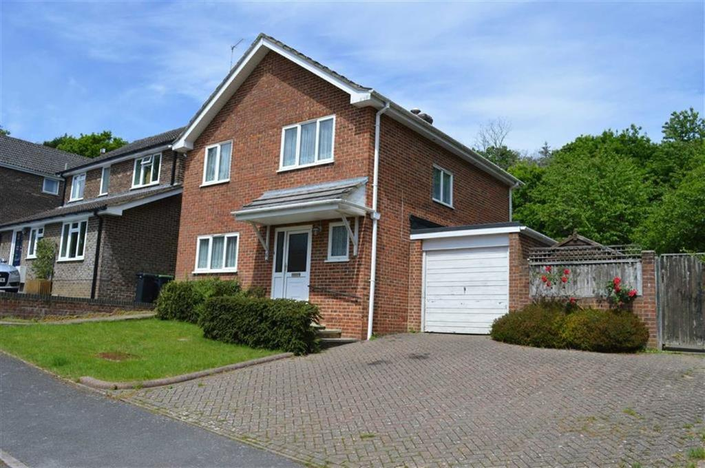 3 Bedrooms Detached House for sale in Harness Close, Wimborne, Dorset
