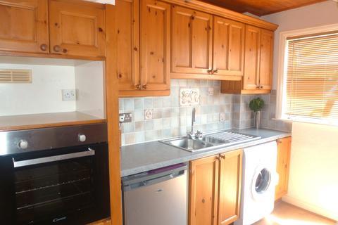 3 bedroom semi-detached house to rent - Bowood Avenue, Meanwood, Leeds LS7 2PU