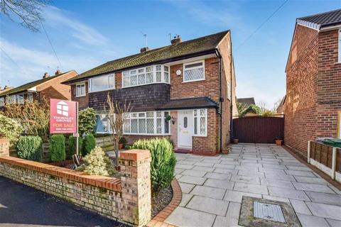 3 bedroom semi-detached house for sale - Woodsend Road, Flixton
